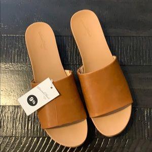 NWT Women's wedge sandals Universal Thread 9 1/2